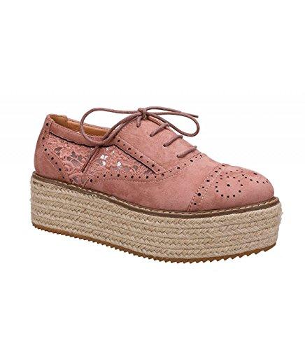 Zapato plano color rosa. Detalle floral en el lateral. Cierre mediante cordones. Suela flatform revestida en yute color natural. Altura de la suela 5.0 cm. Rosa