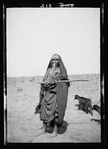 Photo: Costumes,characters,etc. Bedouin shepherdess,Beersheba (Shepherdess Costume)