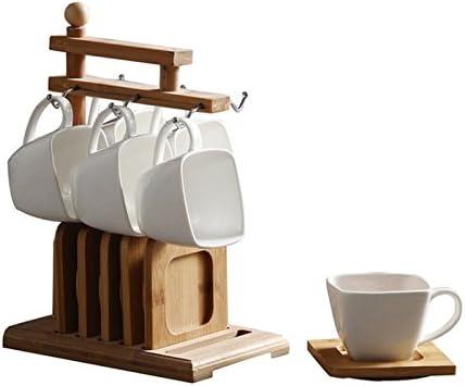 Simplicidad de estilo europeo, taza de café, estantes de madera ...