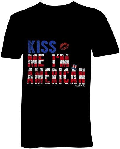 Kiss me I am American ★ V-Neck T-Shirt Männer-Herren ★ hochwertig bedruckt mit lustigem Spruch ★ Die perfekte Geschenk-Idee für Geburtstag, Vatertag oder zum Jubiläum
