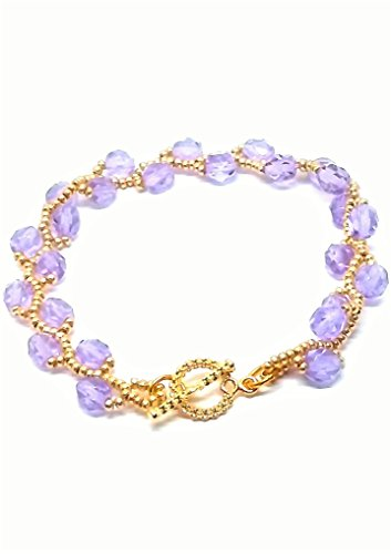 (Purple crystal and gold-tone seed bead bracelet.)