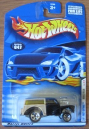 Hot Wheels 2001 First Editions Morris Wagon 35/36 047 1:64 Scale ()