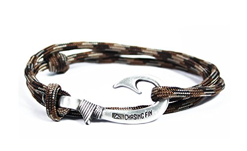 Chasing Fin Adjustable Bracelet 550 Military Para cord with Fish Hook Pendant, Brown Camo