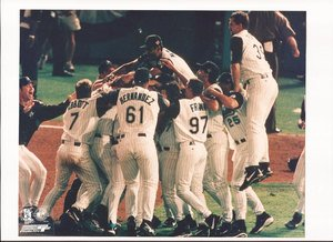 Florida Marlins 1997 World Series Champions Team Celbration Unsigned 8x10 Photo ()
