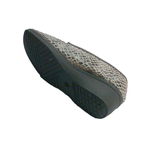 Zapatilla cerrada con dibujos de serpiente y solapa Muro en gris
