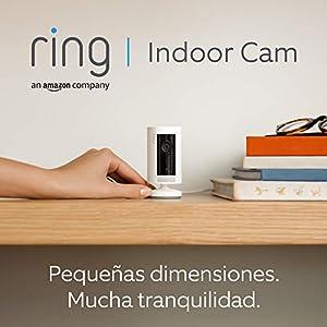 Presentamos la Ring Indoor Cam, una cámara de seguridad compacta, alimentación por cable, HD, comunicación bidireccional, compatible con Alexa | Incluye 30 días gratis del plan Ring Protect | Blanco