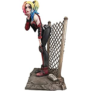 """41V9iCiQA5L. SS300 DIAMOND SELECT TOYS DC Gallery: DCeased Harley Quinn PVC Figure, Multicolor, 8"""""""