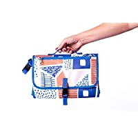 Práctico cambiador de bebé-Mini pañalera hecha a mano en México; lleva solo lo esencial del bebé- Un pequeño producto para mamá pero que solventa grandes retos con los bebés- Cambiador clutch estampado Titibela
