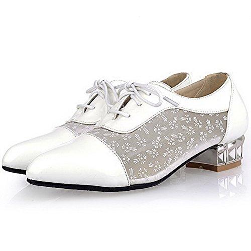 AllhqFashion Damen Spitz Zehe Niedriger Absatz Lackleder Rein Schnüren Pumps Schuhe Weiß