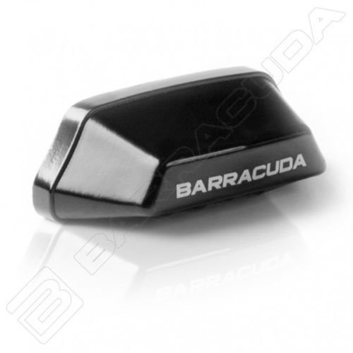 Iluminador portamatricula fabricado en ALUMINIO color Negro. Barracuda