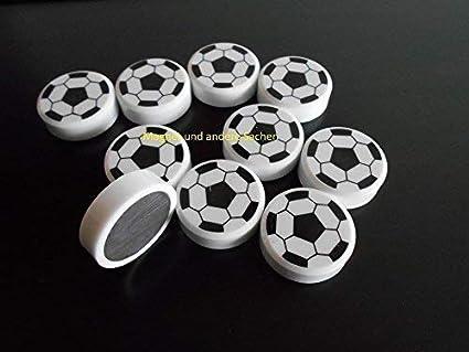 10 Neue Starke Preiswerte Fussball Magnete Schwarz Weiss Fur Pinnwand Kuhlschrank Etc