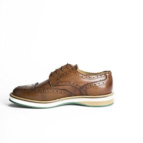 Scarpe stringate uomo in pelle abrasivata modello Derby di colore cuoio con gomma bicolore scarpe artigianali uomo italiane calzature fatte a mano Made in Iitaly 100% vera pelle