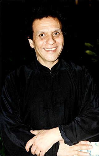 vintage-photo-of-the-fashion-designer-azzedine-alaia-photographed-in-designer-gianni-versaces-25th-a