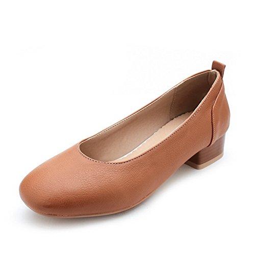 AllhqFashion Damen Niedriger Absatz Blend-Materialien Rein Ziehen auf Rund Zehe Pumps Schuhe Braun