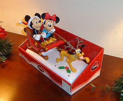 Disney Musical Animated & Lighted Mickey & Minnie in Sleigh ()