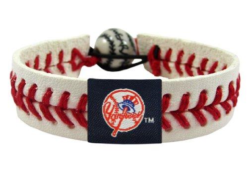 (MLB New York Yankees Top Hat Classic Baseball Bracelet)