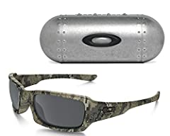 Unlike conventional sunglasses that stick out at the sides, this frame uses Condensed Cranial Geometry for a tapered architecture that feels as good as it looks and it's a look that soaks sophistication in adrenalin. Dimensional reliefs, meta...