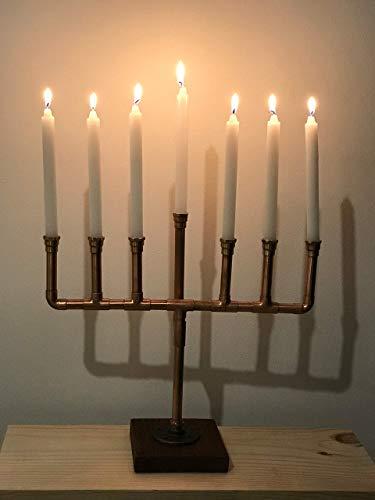 Precioso candelabro estilo industrial modelo Menorá. Al igual que la version de hierro es un candelabro de siete brazos...