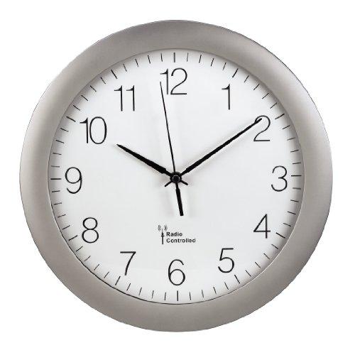 Hama Funk Wanduhr PG-300 (digital, automatische Zeitanpassung, automatische Zeitumstellung von Sommer- und Winterzeit, modernes Ziffernblatt) silber