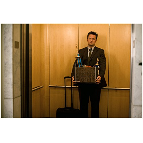 17 Again 8 Inch x 10 Inch Photo Matthew Perry on Elevator Holding Box of Trophies kn