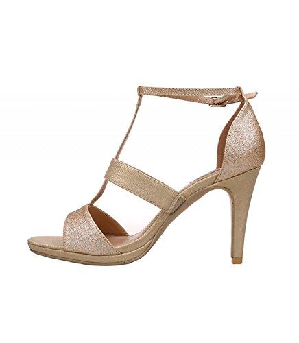 Sandalia de tacón alto color oro. Detalle multitiras en el empeine. Cierre mediante hebilla en la pulsera en el tobillo. Altura del tacón 9.5 cm. Oro