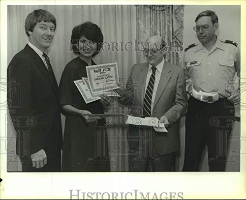 Contest Cookbook (Vintage Photos 1983 Press Photo Gloria Pleasants Awarded First Prize in Cookbook Contest)