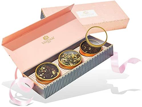 VAHDAM, BLUSH Set Regalo con Tè Assortiti – Compionario con 3 Tè in Confezione Regalo | 100% Ingredienti Naturali | Cofanetto Regalo per Natale