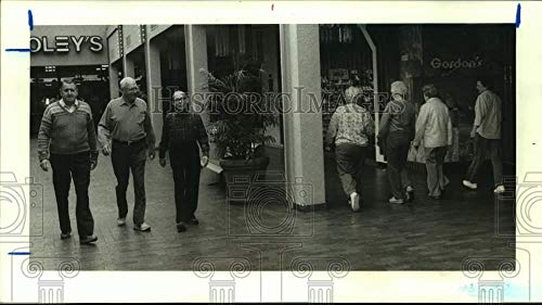 1987 Press Photo Men walk daily at Northwest Mall in Houston, Texas for ()