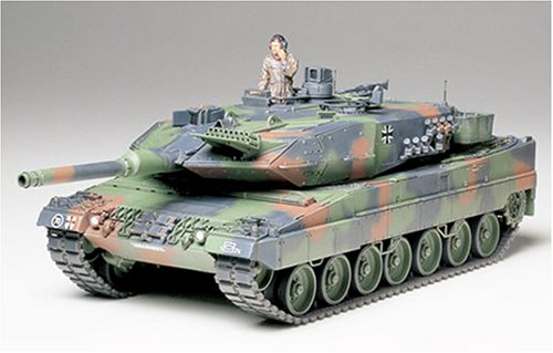 Tamiya Leopard 2 A5 Main Battle Tank ()