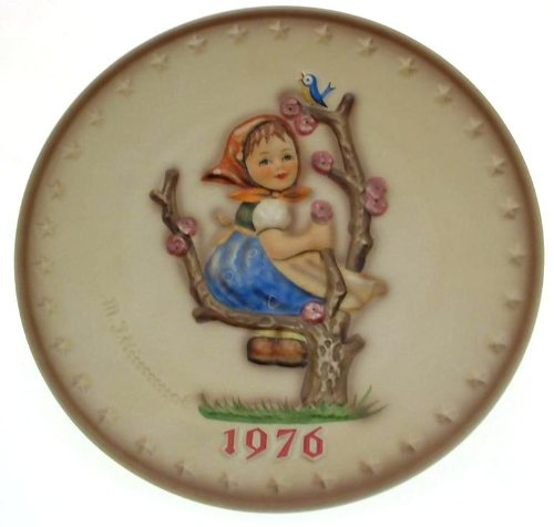 c1976 Goebel HUM269 1976 Annual Plate by M I Hummel in bas relief Apple Tree Girl - Plate Hummel 1976