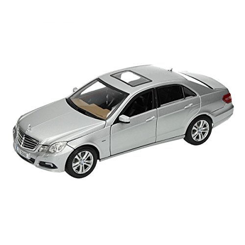 Maisto 1:18 Scale 2009 Mercedes-Benz E-Class Diecast Vehicle (Colors May Vary)