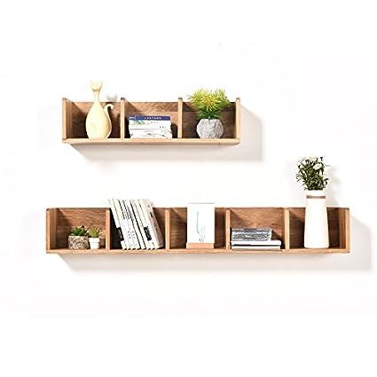 El rack de pared flotante en las estanterías de madera ...