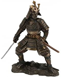 Figura decorativa de samurái listo para la batalla en