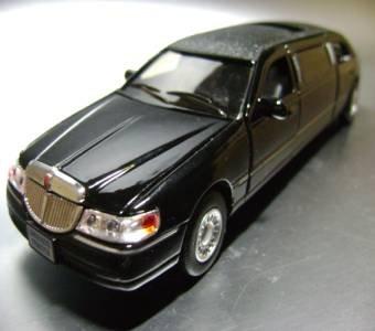 Amazon Com Kinsmart Black 1999 Limousine Ford Lincoln Town Car