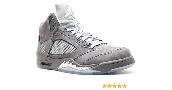 the best attitude 38072 7d710 Amazon.com   Air Jordan V (5) Retro (Light Graphite   White-Wolf Grey) 10  D(M) US   Basketball