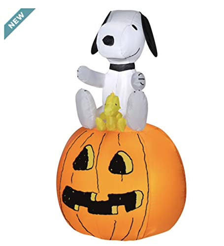 Gemmy Industries Halloween Peanuts Snoopy with Woodstock Sitting On Pumpkin Inflatable Airblown Light Up Yard Display