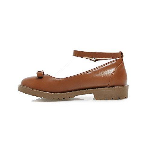 Allhqfashion Dames Lage Hakken Zacht Materiaal Stevige Gesp Ronde Dichte Teen Pumps-schoenen Bruin