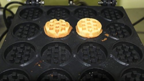 NP-690 Electric Mini Round Waffle Maker Nonstick Waffle Making Machine Round Waffle Baker (110V) by JIAWANSHUN (Image #4)