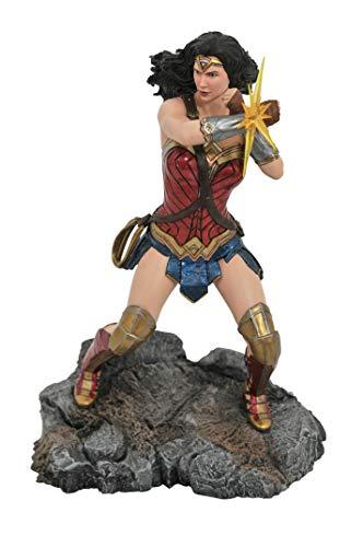 41WlNFNGBdL DIAMOND SELECT TOYS DC Movie Classics Gallery: Justice League Wonder Woman PVC Figure, Multicolor, One-Size