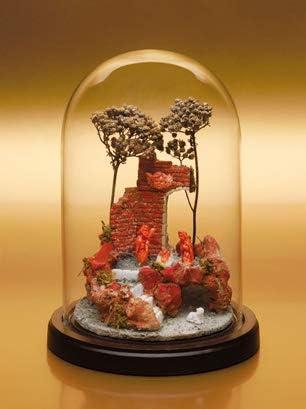 Antonino De Simone Belén artesanal en campana de cristal con estructura y pastores de coral grabados a mano.