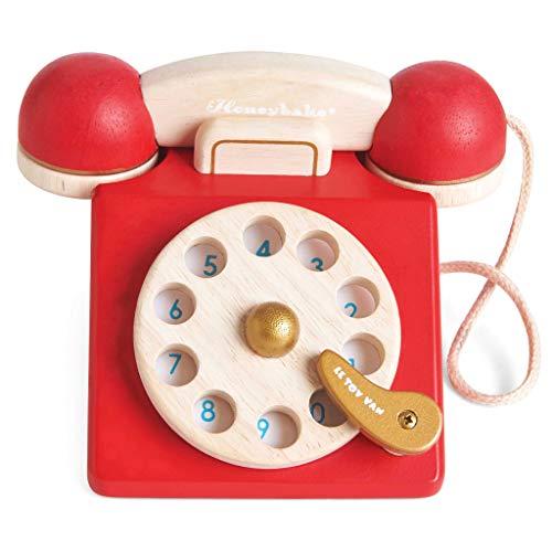41WvPCdPlTL. SS500 Estilo retro hermosamente construido: a tu pequeño le encantará este juguete de juguete de madera para teléfono de rol. Con una campana dentro del teléfono para la diversión del juego de rol. Los dígitos escritos y la rueda giratoria realista fomentan el reconocimiento de números. Hecho de madera de goma pintada en rojo icónico y acabado con un toque de oro de lujo. Ideal para jugar interactivo: a los niños les encanta jugar junto con este brillante y colorido escenario y juego de rol. A medida que fomenta la imaginación creativa, el desarrollo social y del lenguaje, así como el desarrollo del reconocimiento del color estimulando la imaginación de tu pequeño. Diseño destacado y brillante pintado: con su hermoso, chispa creatividad, diseño nostálgico, el juguete de madera para jugar a roles del teléfono de juguete permite a los niños tomar recuerdos felices e incorporarlos a un ambiente de juego positivo. Un gran regalo divertido para niños o niñas a partir de 3 años.