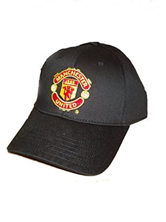 Amazon.com   Manchester United FC - Official Crest Baseball Cap   Manchester  United Hat   Sports   Outdoors 6fc2d4cff18