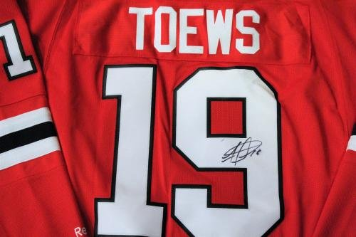1db8620e0b4 Autographed Jonathan Toews Jersey - XL w COA Red - Autographed NHL Jerseys  at Amazon's Sports Collectibles Store