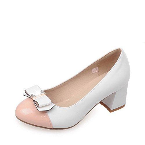 AgooLar Damen Mittler Absatz Lackleder Gemischte Farbe Ziehen auf Rund Zehe Pumps Schuhe Weiß