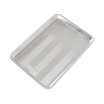 """9-Inch Nordic Ware 46970 9/"""" Round Prism Cake Pan Aluminum"""