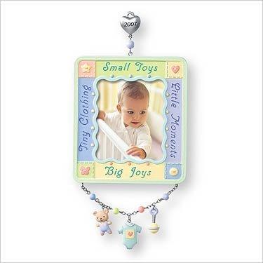 (Hallmark Keepsake Ornament - Baby's First Christmas Photo Holder 2007 (QXG6099))