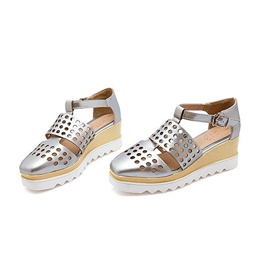 AllhqFashion Women's Soft Material Closed Toe Kitten-Heels Buckle Solid Wedges-Sandals Silver AeOjDlFd