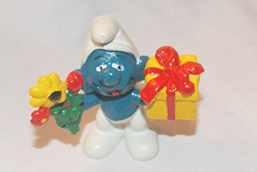 (1978 Vintage Smurf Holding Flowers and Gift PVC Figure)