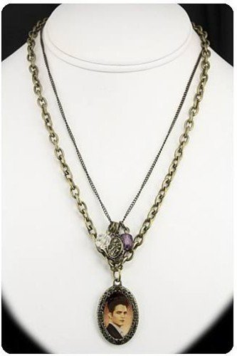 Neca - Twilight Breaking Dawn Necklace Double Chain (Breaking Dawn Necklace)
