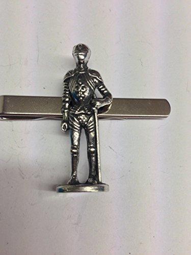 Black Knight Circa 1400ad-1500ad we-kkr English Pewter emblème sur une pince à cravate (diapositive)